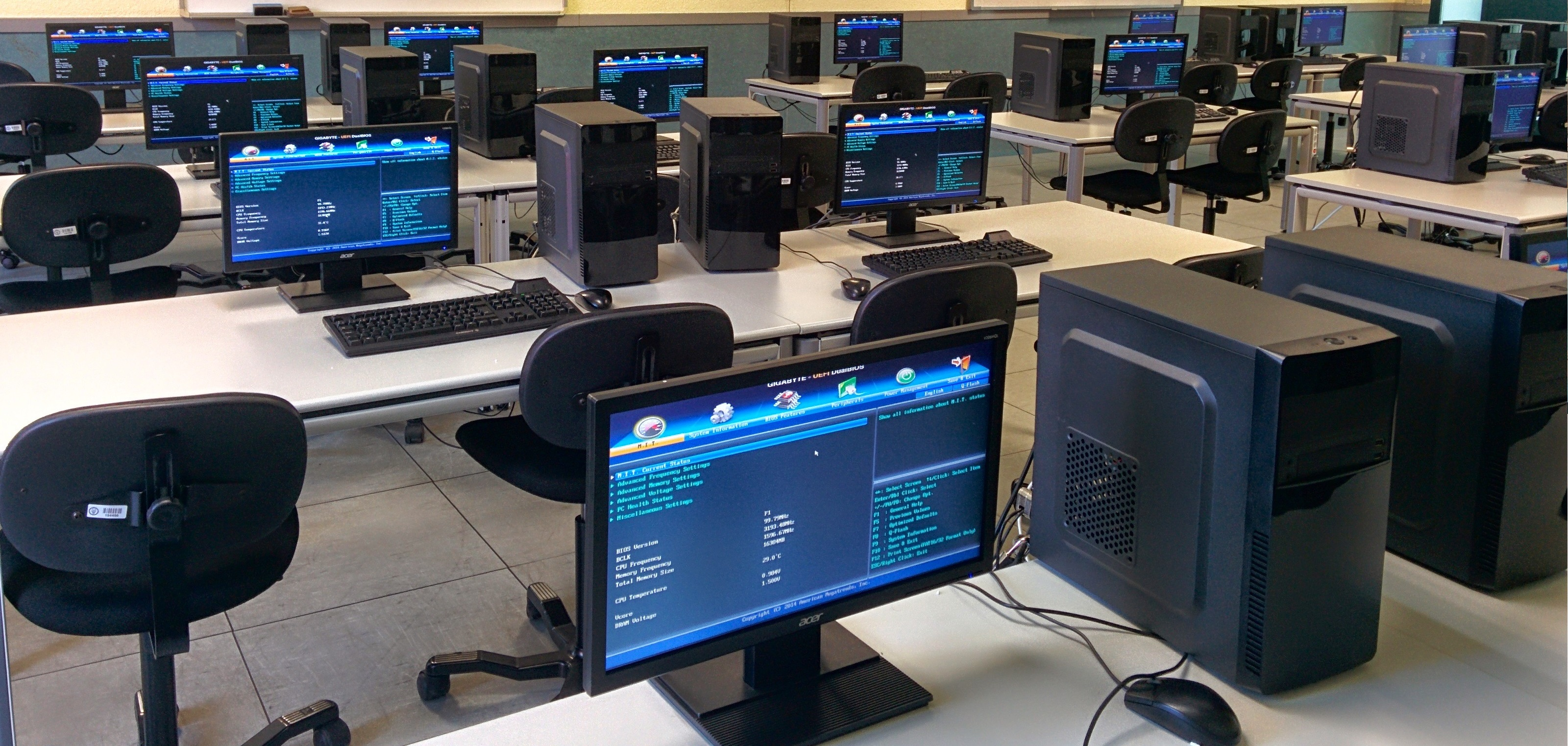 Image of a computer laboratory